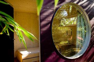 Garten Kubus - bewohnbares Gartenhaus mit rundem Fenster