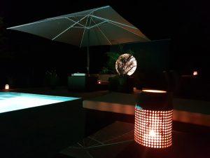 Garten Kubus - Modernes Gartenhaus nachts
